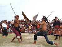 tradisi peresean di lombok