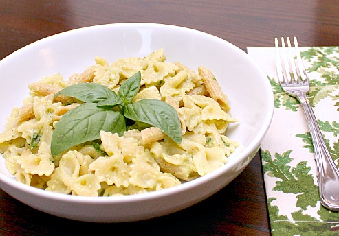 APPLE A DAY: Meatless Monday--15 Minute Creamy Avocado Pasta