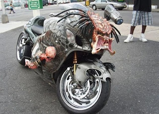moto inspirado no filme alien x predador