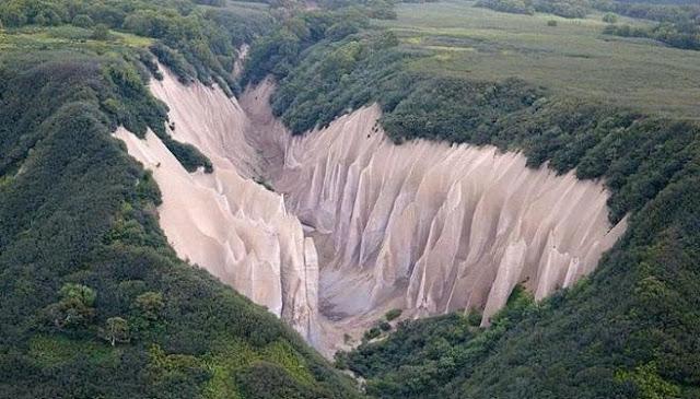 Teori Tektonik Lempeng dan Kaitannya dengan Persebaran Gunung Api