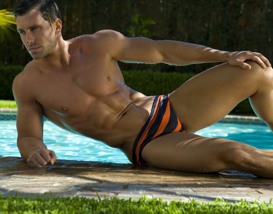 25Фото голые парни в плавках