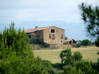 Aproximació fotogràfica a Torrebadella des del Pla de la Sal