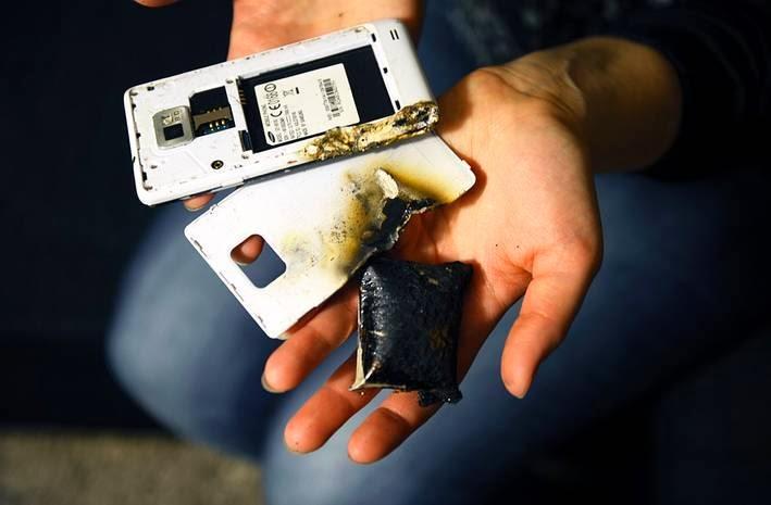 gambar penyebab ponsel meledak