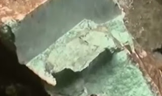 gambar bongkahan batu termahal Giok jadeite