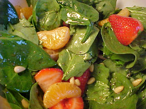 Salade d&#39;pinards, de fraises et de clmentines  la dlicieuse vinaigrette