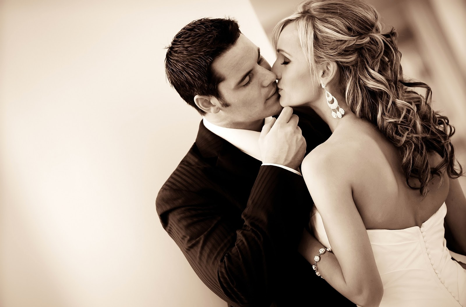 couple kissing wallpapers - photo #14