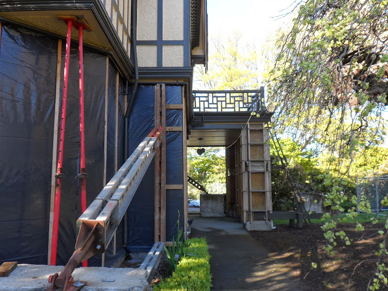 16.10.13. Quake trashed, abandoned Mona Vale homestead / restaurant title=