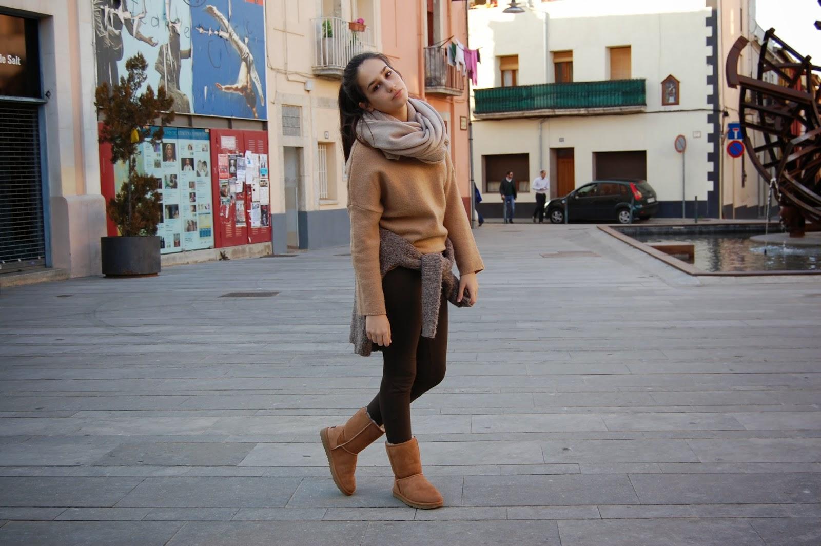 abrigo verde zara, jersey camel zara, leggins verde zara, botas camel ugg, bufanda beige, bolso beige bimba&lola