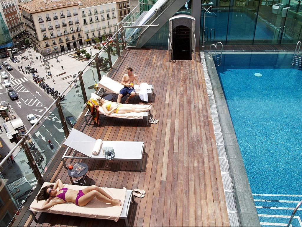 Piscinas en el cielo de madrid pools in the sky of for Piscina en madrid