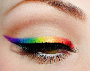 eyeliner de colores arco iris