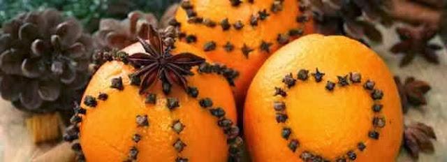 Pomarańcze udekorowane goździkami i anyżem