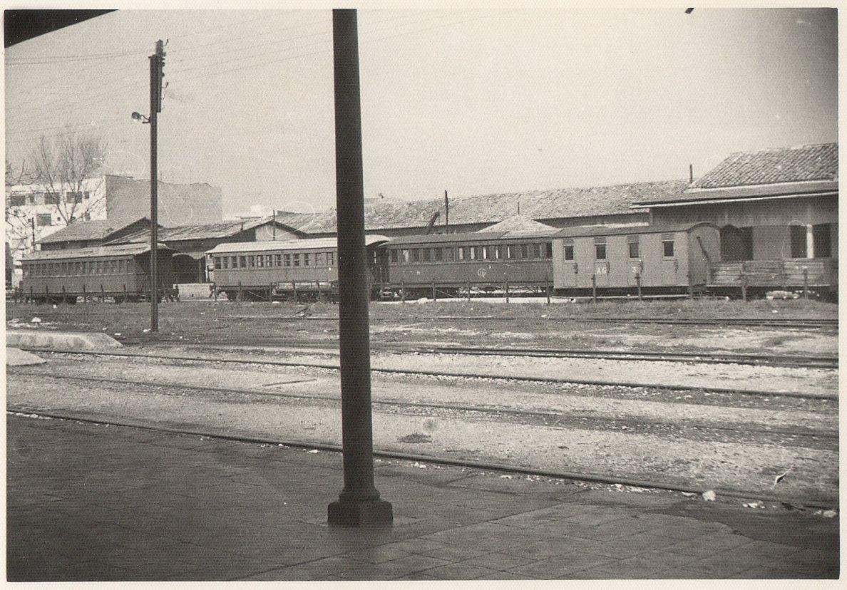 Vagons a l'estació de Gandia des de l'estació del Nord