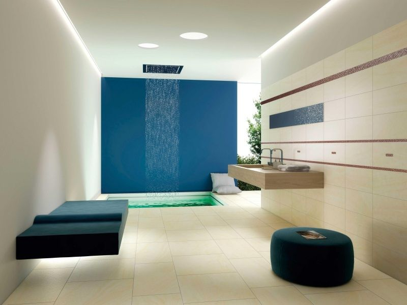 Baños Minimalistas De Lujo:Lindo baño moderno decorado con blanco ,negro y un acento morado que