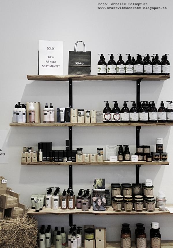 grön skönhet, varberg, varbergsbutik, tips, butiker, produkter, hylla av träplank, trähylla, krämer, soley,