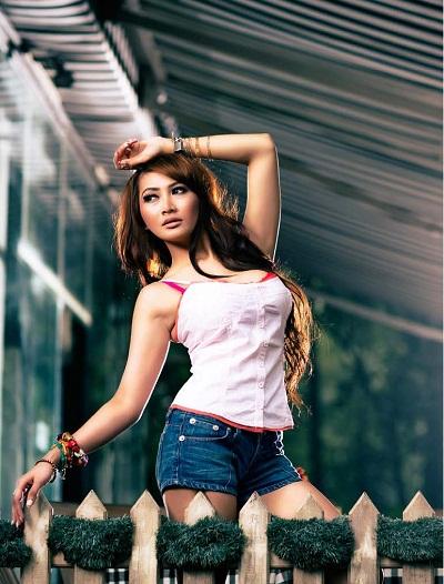 foto hot model Rhere di Majalah Male