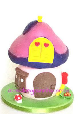 Casinha cogumelo da Vila Smurf em rosa, pink e violeta. Casinha da Smurfette.