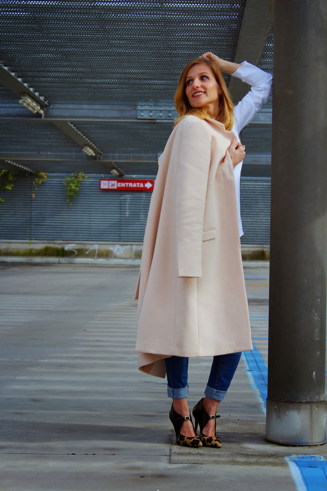 Eniwhere Fashion - Maxi pink coat and animalier heels