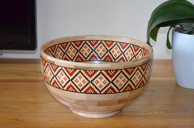 Segmented bowl with an romanian ornament
