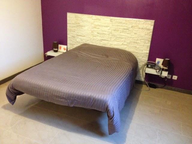 Tete de lit en plaquette de parement
