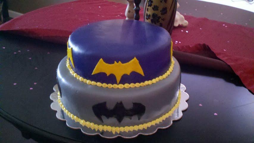 Intoxicaketion Batmanbatgirl Cake