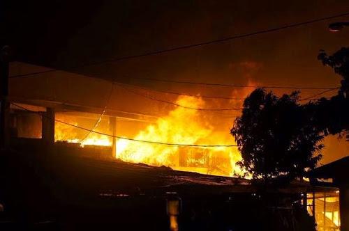 Kobaran kebakaran api pasar johar