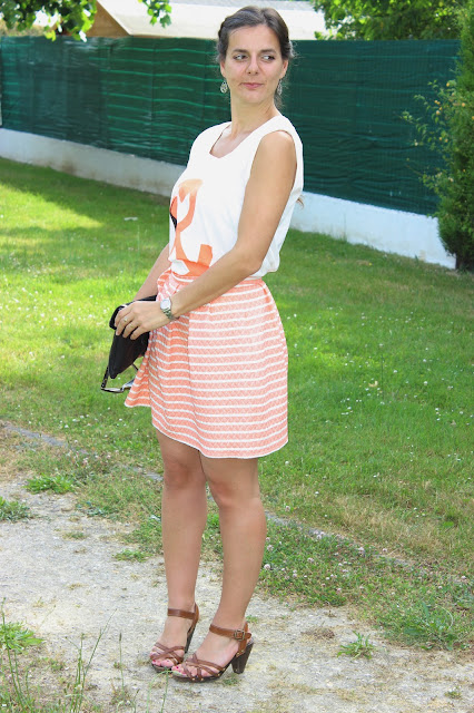 pochette minelli, jupe corail naf naf, top vero moda flamant rose