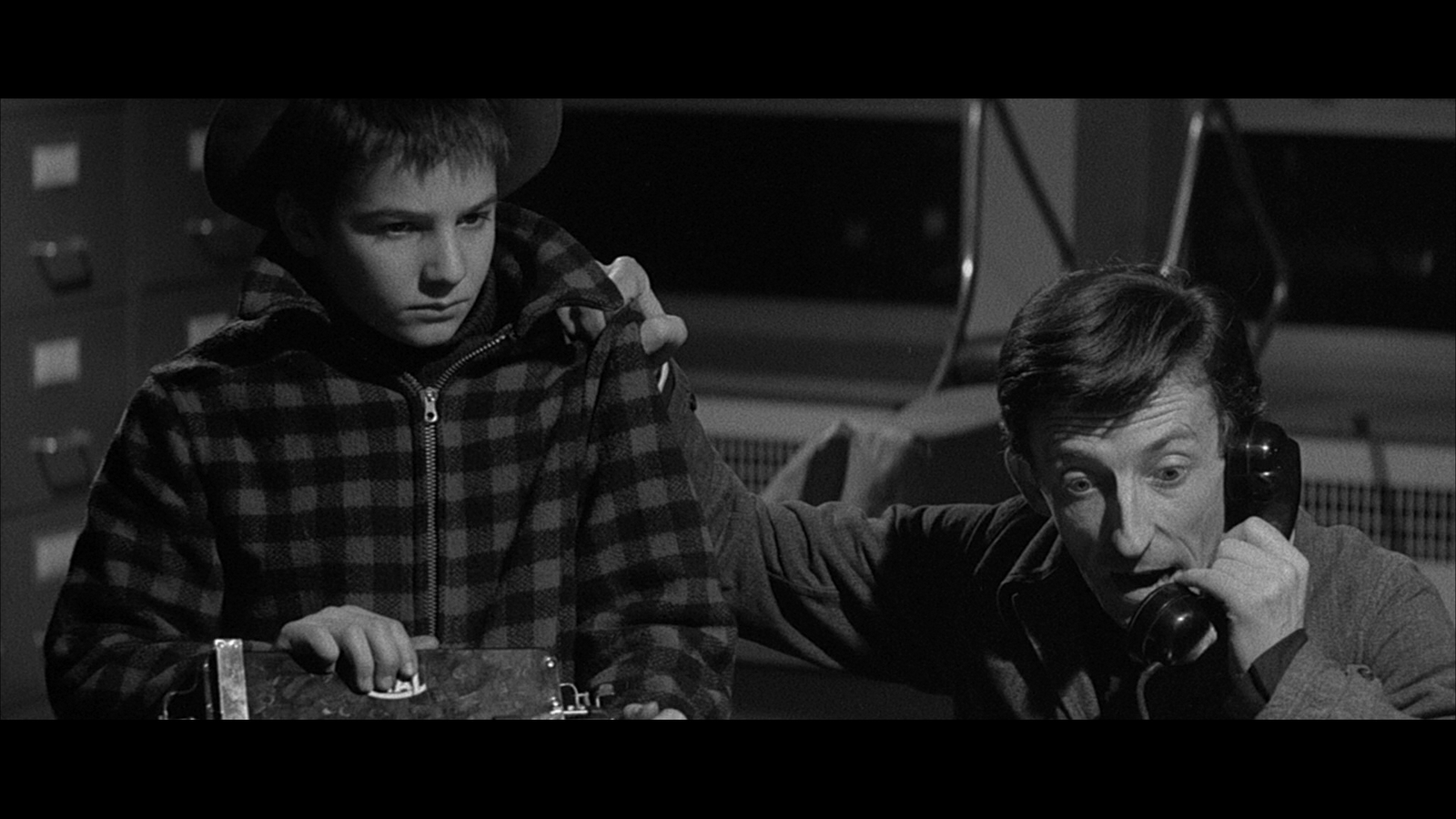 400 blows essays They studied these films and recognized a series of reoccurring motifs, both narrative and formal, that created a signature style and form consistent in all of the.