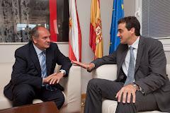Bretones se reune con Javier Fernández, Consejero de Medio Ambiente.