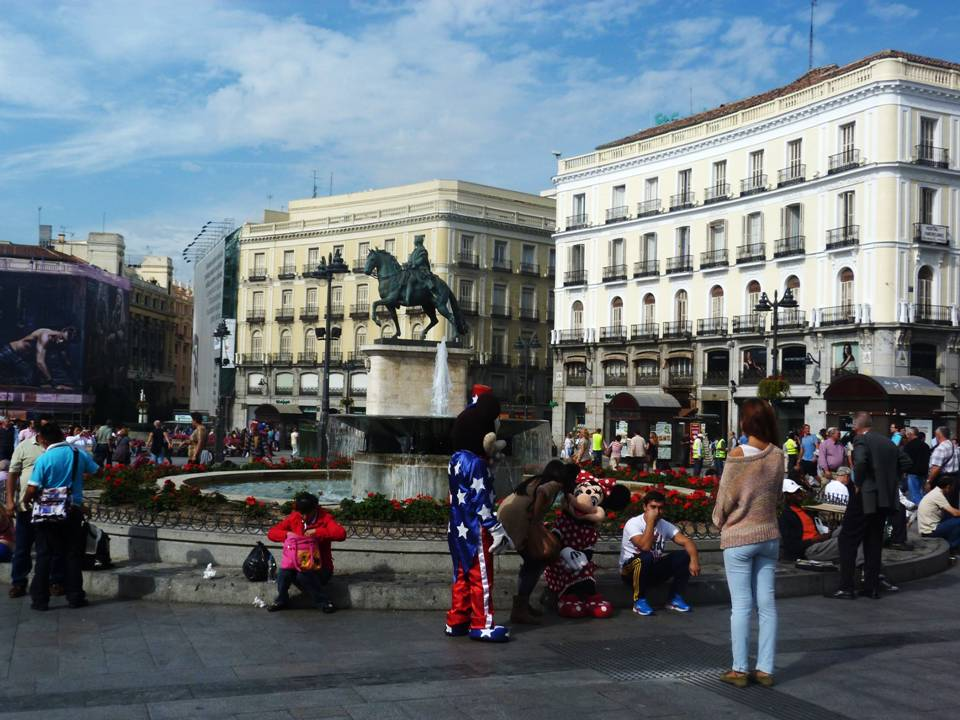 Perspectives of a wandering geographer spain madrid for Plaza puerta del sol