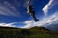 Felicidad Hombre saltando de felicidad
