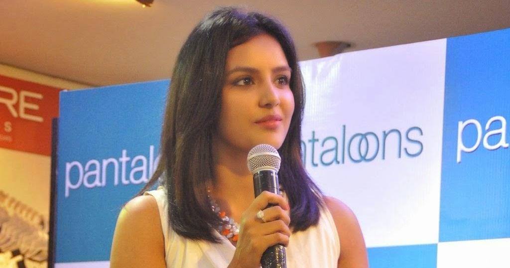 FILM ACTRESS HOT PICS: Priya Anand Expose Bare Back and