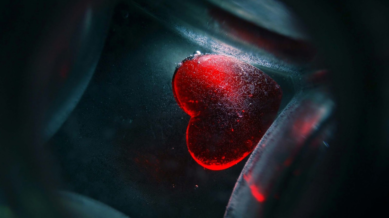 Sunken-Heart-love-hd-wallpaper