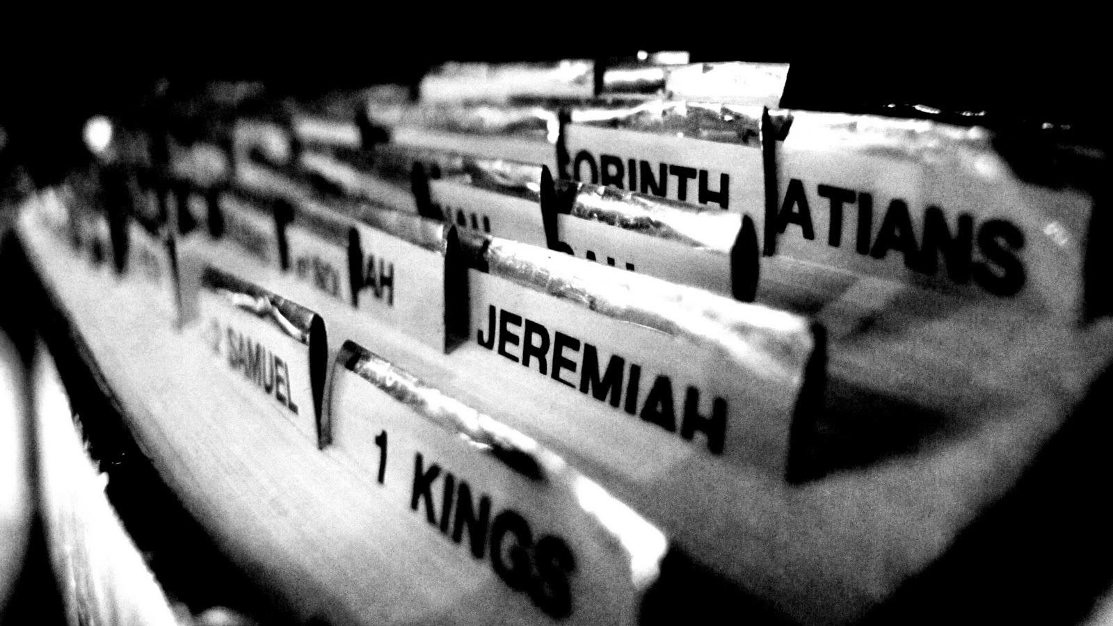 http://1.bp.blogspot.com/-uBAO5gUQpo8/UjooSBwfNJI/AAAAAAAAAUk/AKZD5YbOOvA/s1600/bible-2.jpg