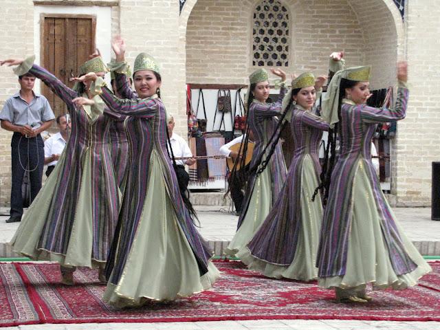 Uzbekistán, danzarinas uzbeka