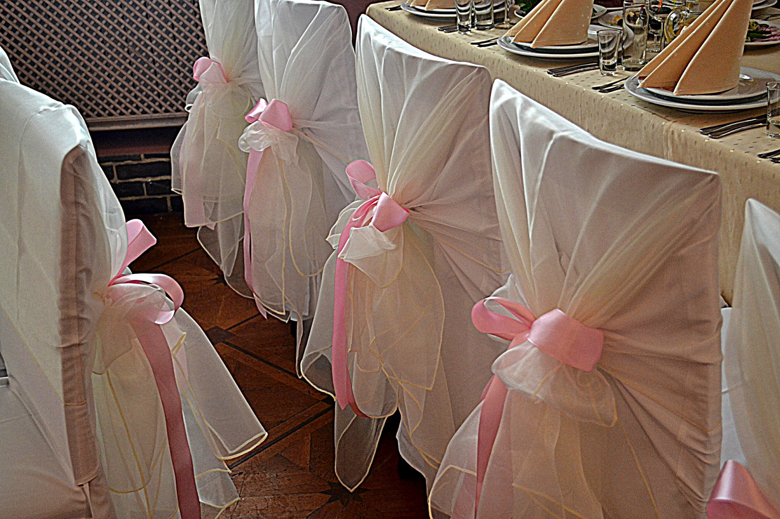 декор стульев на свадьбу