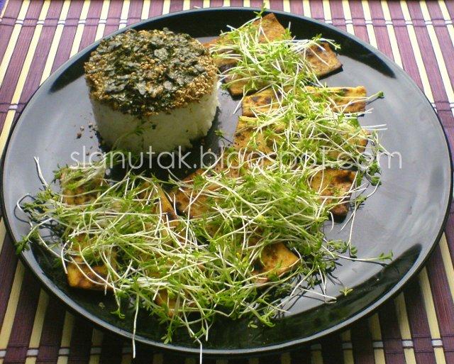 Teriyaki tofu s kresom i riža sa sezam - nori - shiso furikake (C) Enola Knezevic 2012