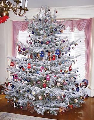 Contoh Desain Pohon Natal Cantik dan Indah