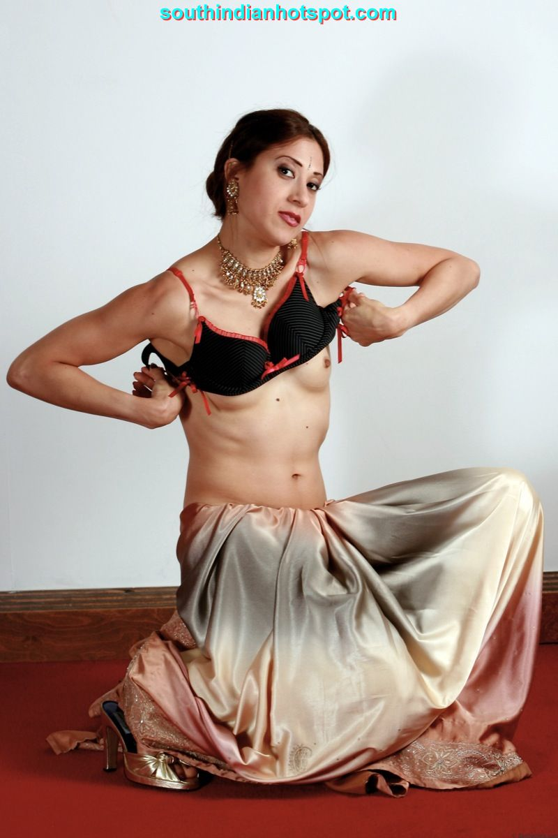 saree in girl topless