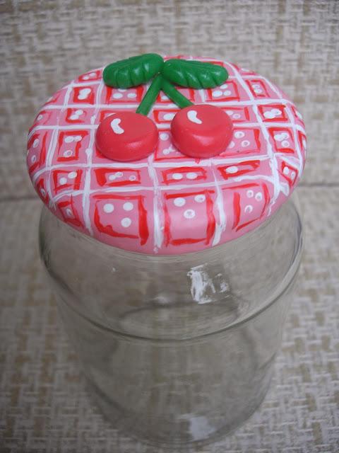 Cereja, vidro decorado em biscuit