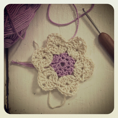 ByHaafner, crochet, potholder, work in progress, pastel, crochet hook
