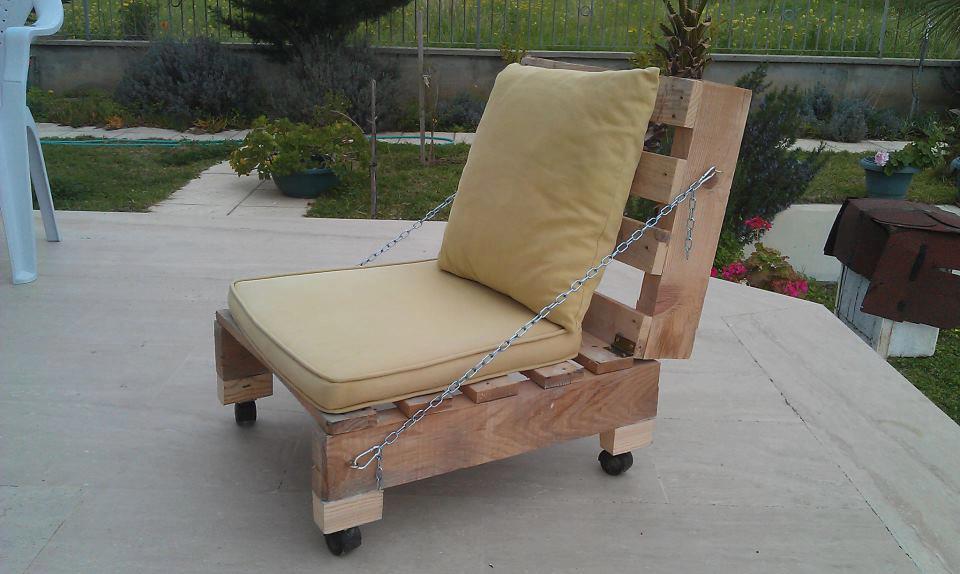 Mueble con palets muy original construye tu propio sill n plegable - Hacer sillones con palets ...