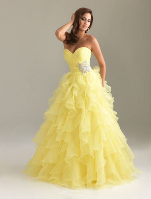 Organza Sweetheart Strapless Neckline A-Line Prom Dress with Delicate Beaded Motif