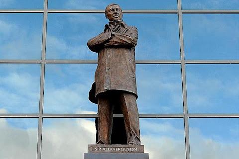 sir alex ferguson statua old trafford manchester united