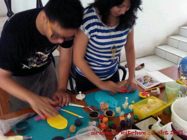 Ariana 39 s kitchen pesan dan bikin cupcake sendiri for Bikin kitchen set sendiri