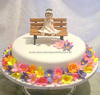 bolo-decorado-primavera-menina-banco-jardim.jpg