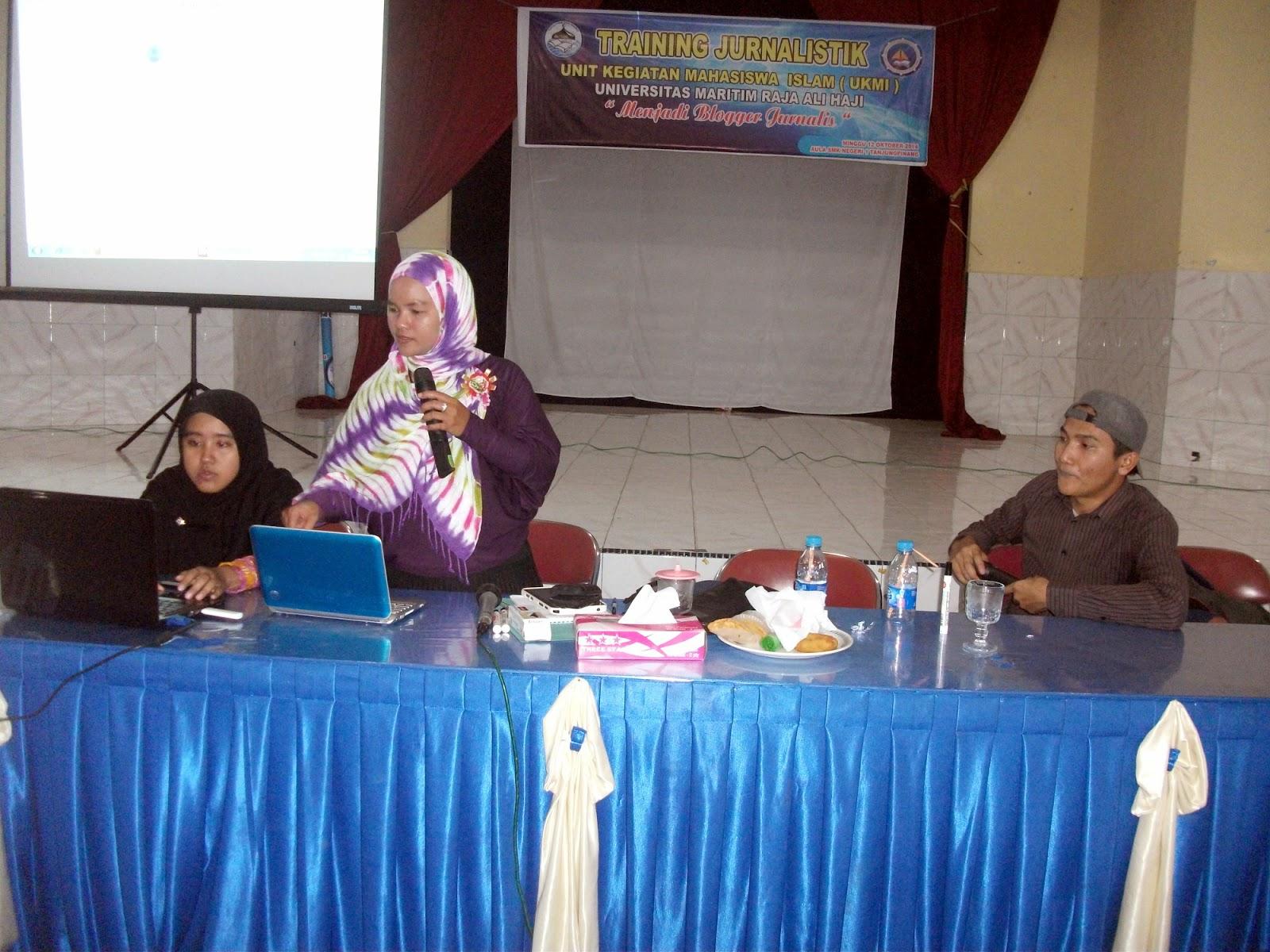 trainer blogger tanjungpinang ruziana, penulis wanita dan cerpenis, UKMI UMRAH training jurnalistik