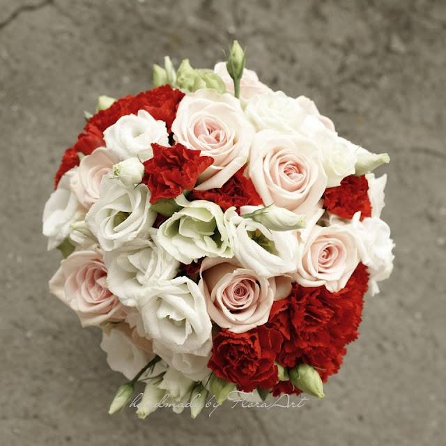 Czerwono - biały bukiet ślubny z goździkami i różami.
