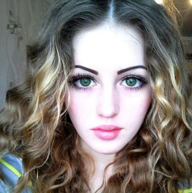 Yulia Viktorovna Vins, Muka Mirip Barbie Doll, Body Mirip Rambo