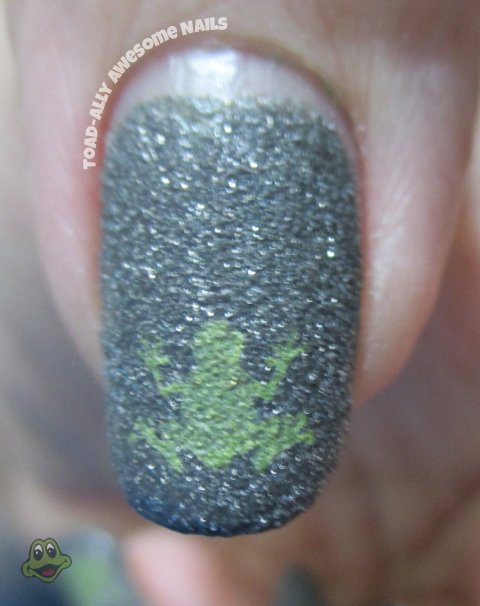 Zoya.London.stamped.frog.VL012.Sinful.Colors.Innocent.closeup