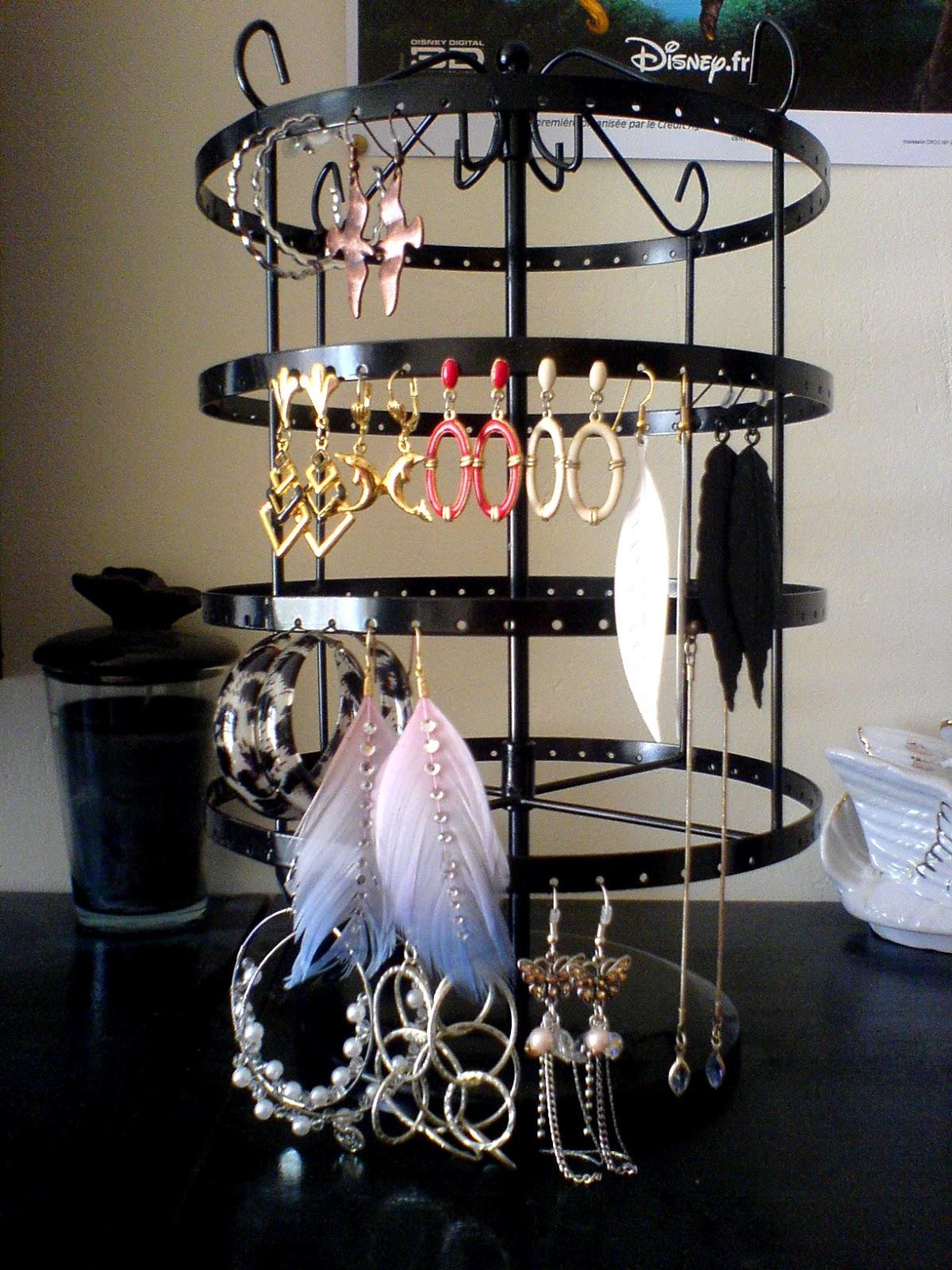 l 39 histoire de la mode mon rangement pour les bijoux. Black Bedroom Furniture Sets. Home Design Ideas
